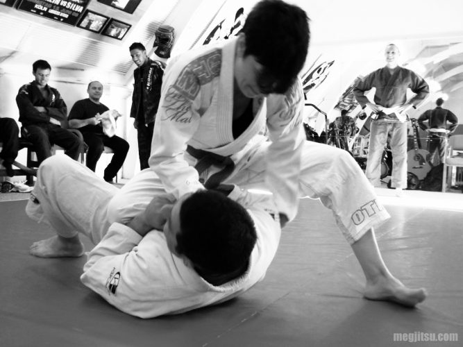 bjj-seated-armbar-1-bw