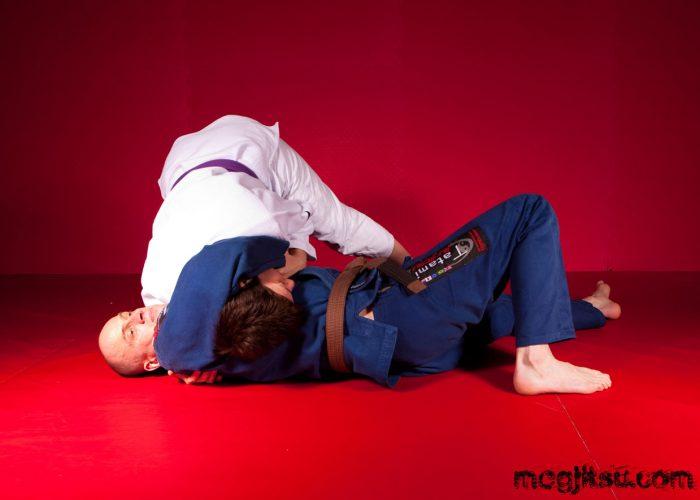 Shoulder pressure as part of headlock escape