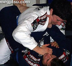 BJJer attempts cross choke from guard