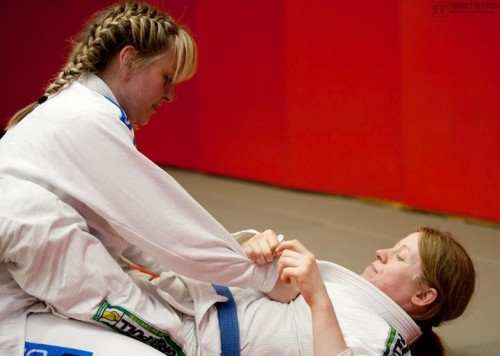 2 Female BJJ players
