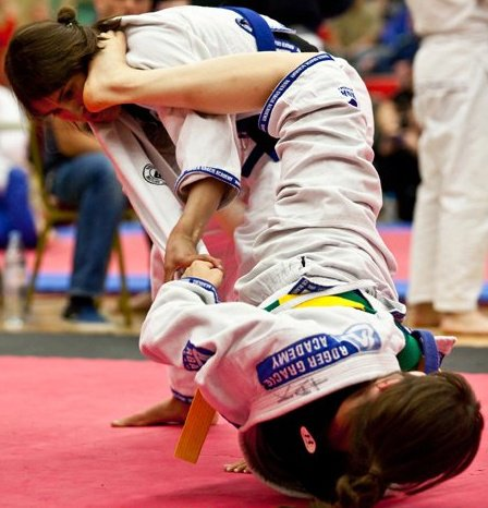 female BJJers competing